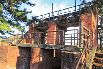 写真:明治時代に造られた新庄の赤門(常盤台地内)